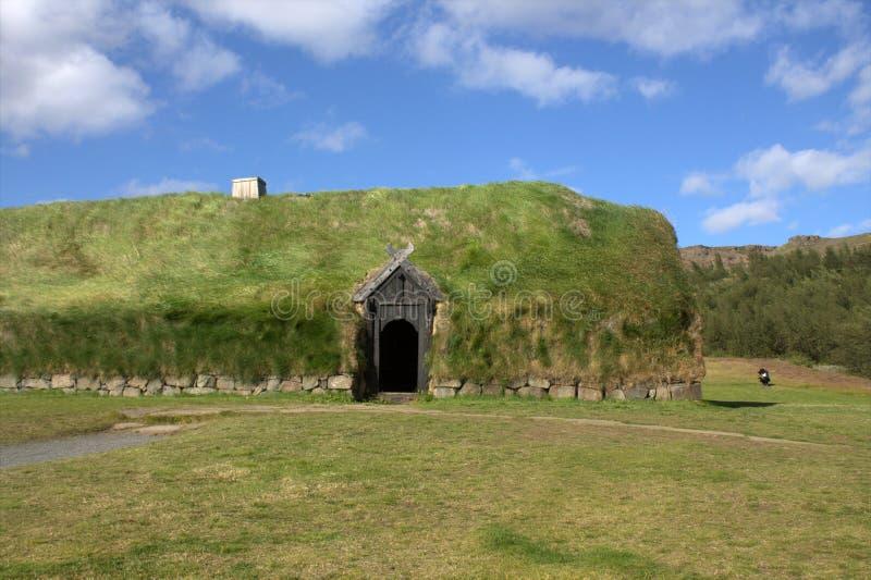 Scheune auf dem mittelalterlichen Bauernhof in Island stockfotos
