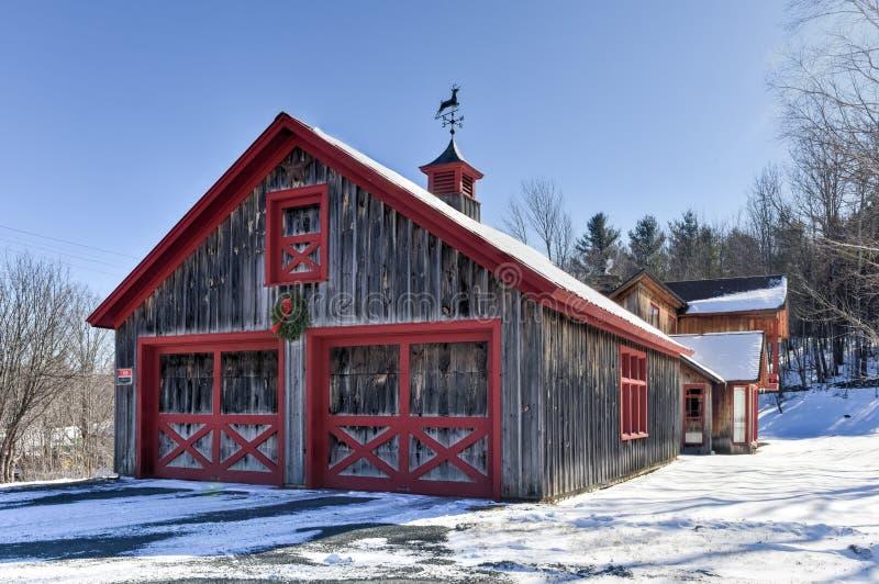 Scheune im Winter - Vermont lizenzfreies stockbild