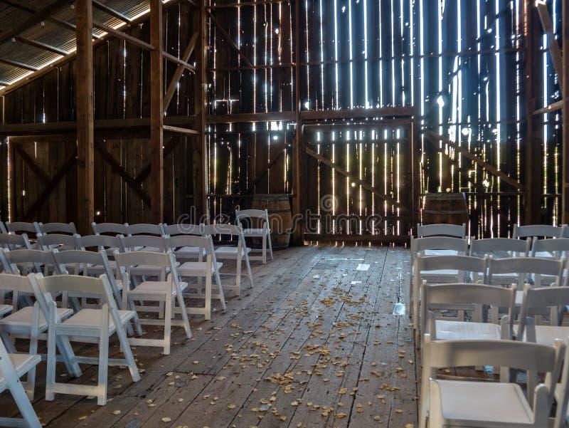 Scheune vorbereitet für eine Hochzeit lizenzfreie stockfotos