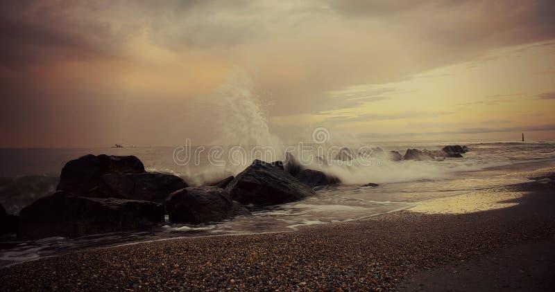 Schianto delle onde fotografie stock libere da diritti