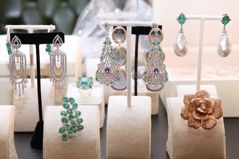 Schicker teurer Diamantschmuck lizenzfreies stockbild