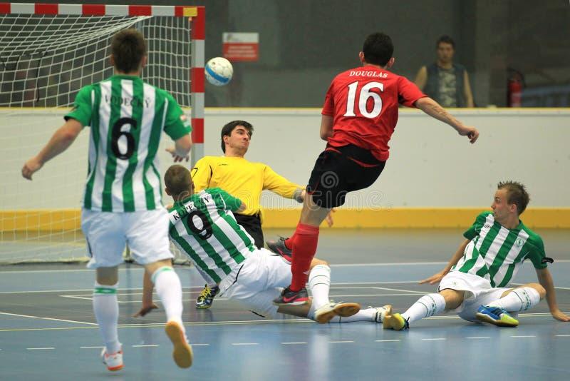 Schießen Douglas - ÄRA Satz Chrudim futsal Team stockfotos