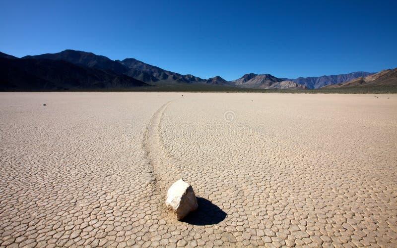 Schieben der Felsen bei Death Valley stockbild