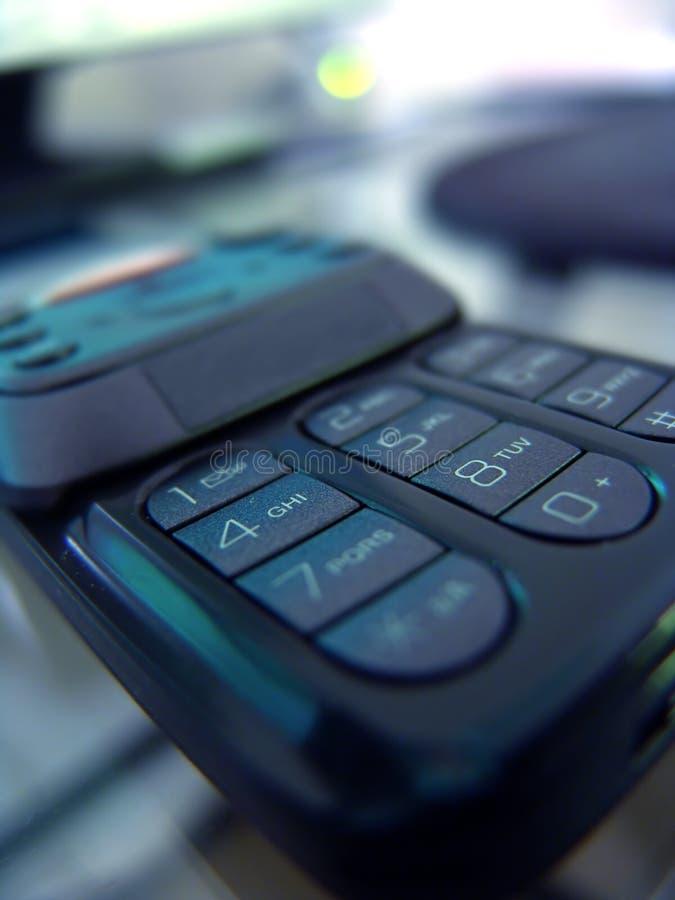 Schieben des Handys stockbild