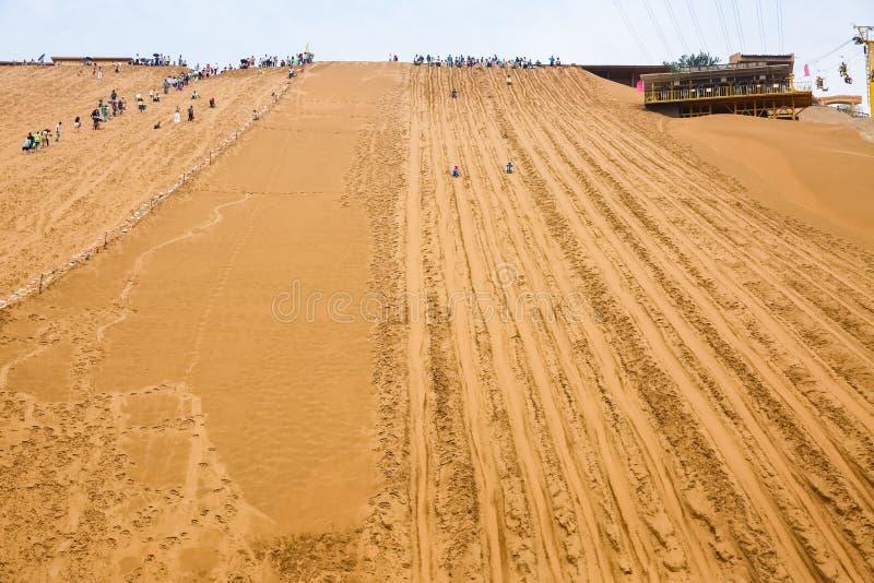 Schieben des Sandes, Wüstentourismushintergrund lizenzfreies stockbild