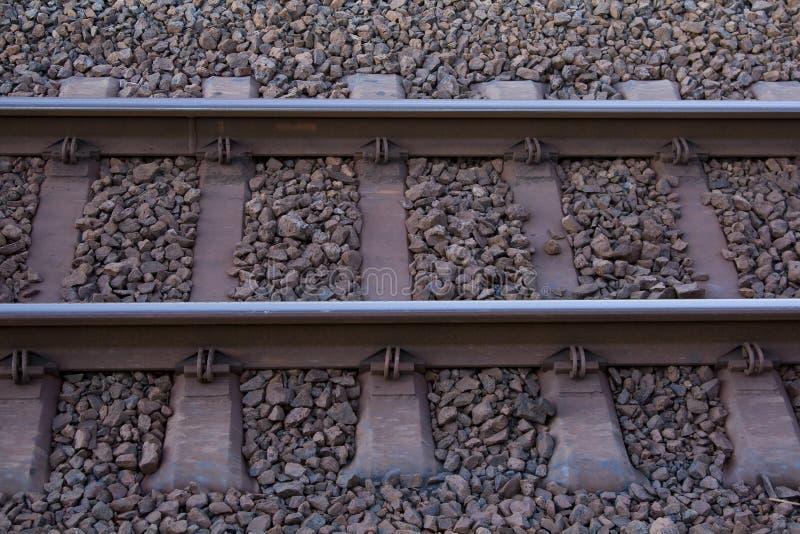 Schiene und Felsen lizenzfreie stockbilder