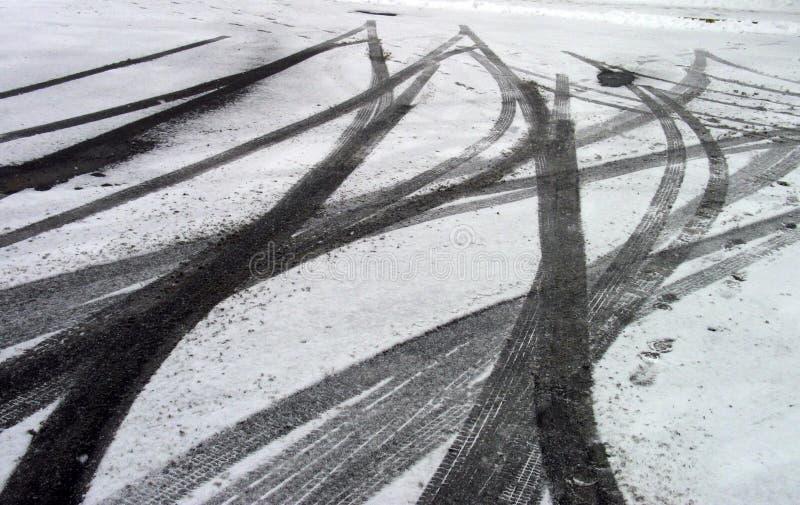 Schienen-Markierungen im Schnee lizenzfreies stockbild