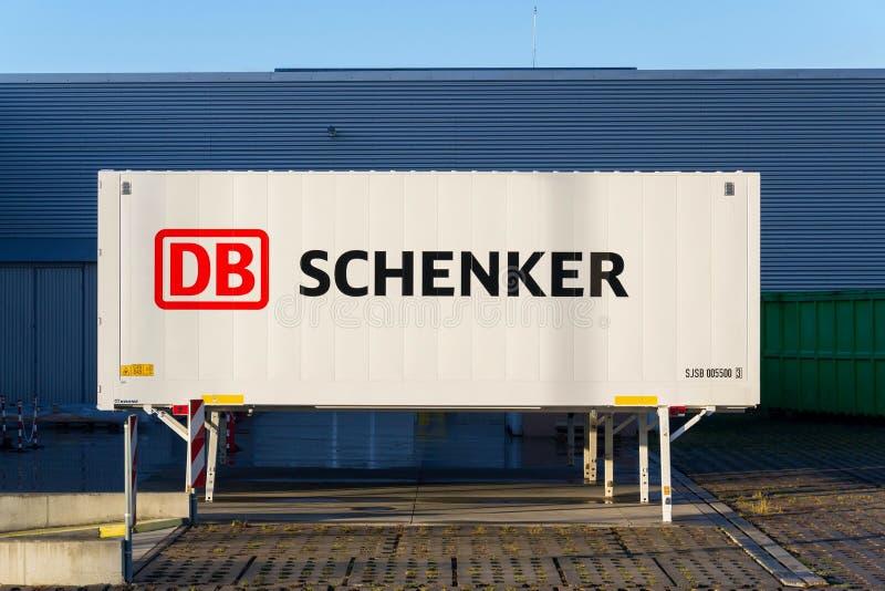 Schienenbetreiber Deutsche Bahn AG DBs Schenker deutsches Logistikabteilungs-Firmenlogo auf Versandverpackung stockbilder