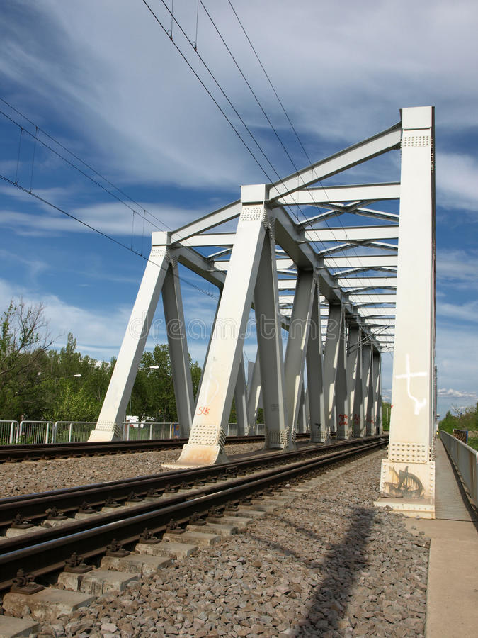 Download Schienenbrücke stockfoto. Bild von serie, schraube, eisenbahn - 26357828