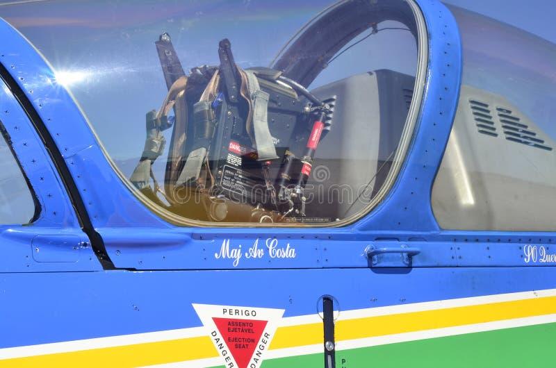 Schietstoeldetail van Acrobatische Vliegtuigen a-29 van de Rookploeg Super Tucano stock foto's