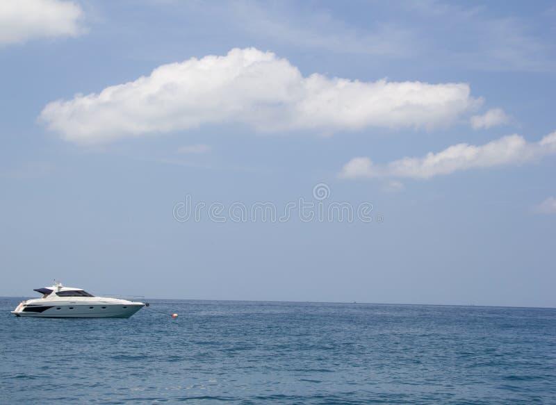 Schiff auf dem Meer stockbilder