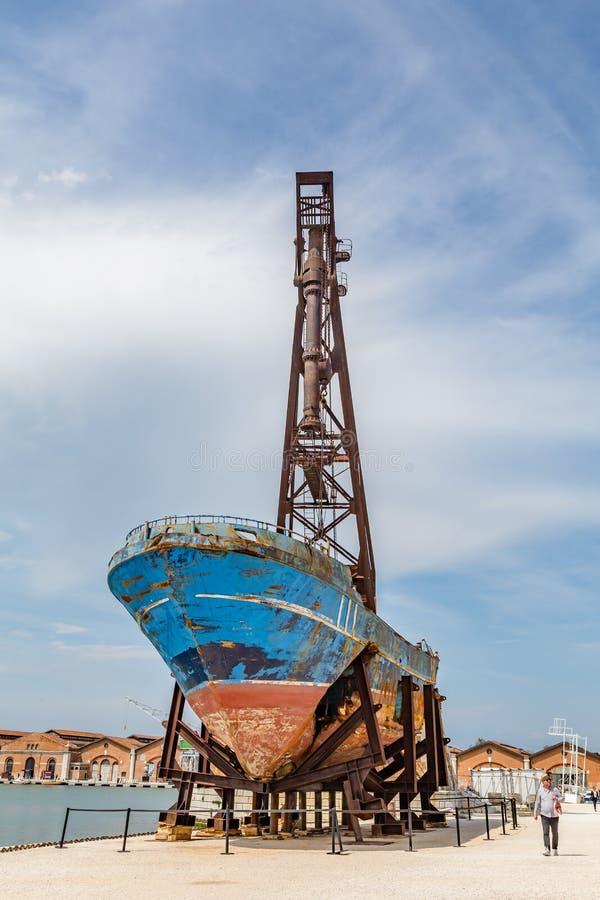 Schiff Barca-Geheimmittel bei Biennale Venedig 2019 stockfotografie