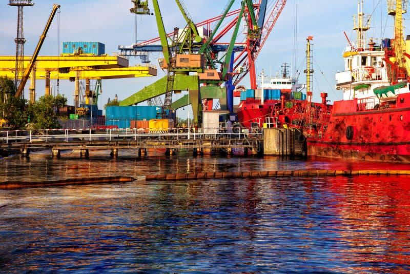 Schiff geschützt lizenzfreies stockbild