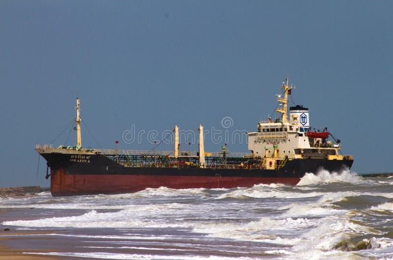 Schiff gestrandet lizenzfreie stockfotos