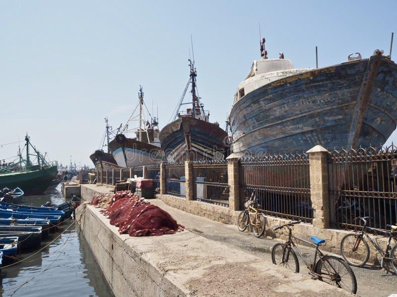 Schiffe angekoppelt am Hafen in Essaouira lizenzfreies stockfoto