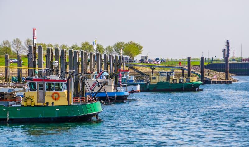 Schiffe in den Docks von Tholen, bergse diepsluis, oosterschelde, zeeland, The netherlands, 22 april, 2019 lizenzfreies stockbild