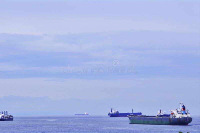 Schiffe festgemacht nahe San Diego, Kalifornien lizenzfreie stockfotos