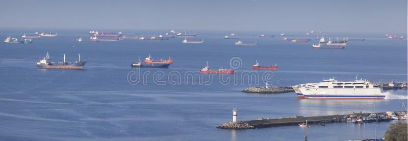 Schiffe im Marmarameer stockbilder