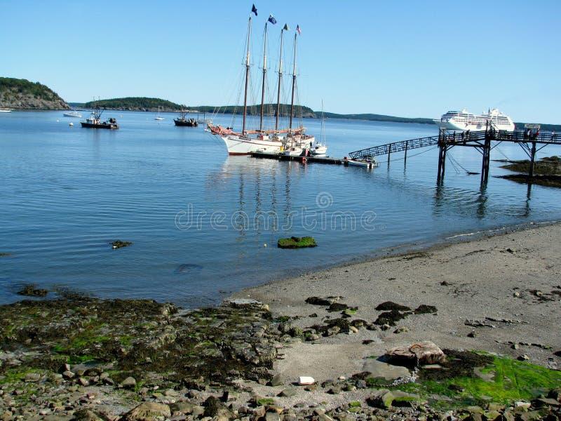 Schiffe im Stangen-Hafen Maine USA stockfotos
