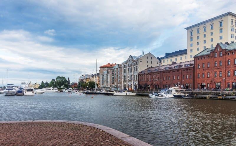 Schiffe und Yachten machten im Hafen, Helsinki, Finnland fest lizenzfreie stockfotos