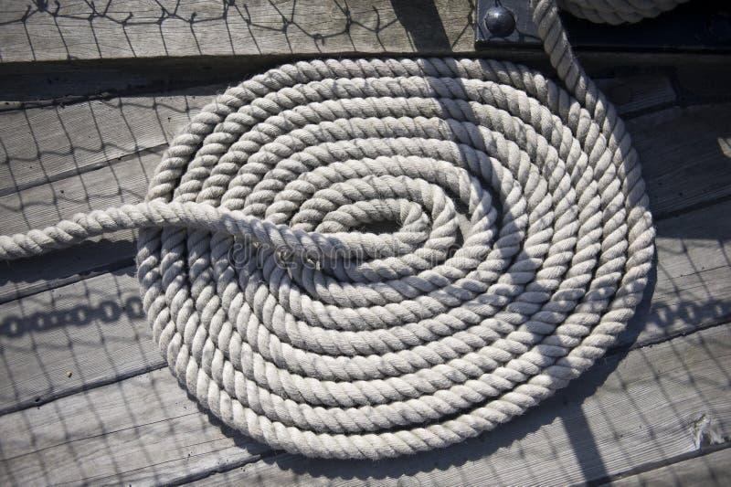 Schiffe winden sich Seil stockfoto