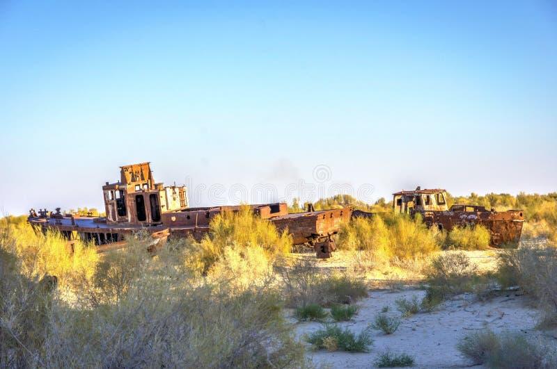 Schiffskirchhof, Aralsee, Usbekistan stockfotos