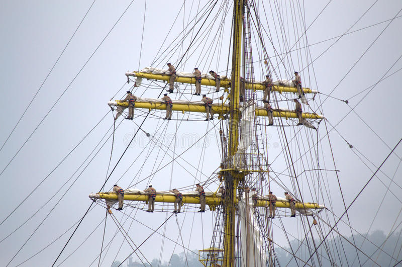 Schiffsmannschaft geklettert herauf Maste lizenzfreie stockfotos