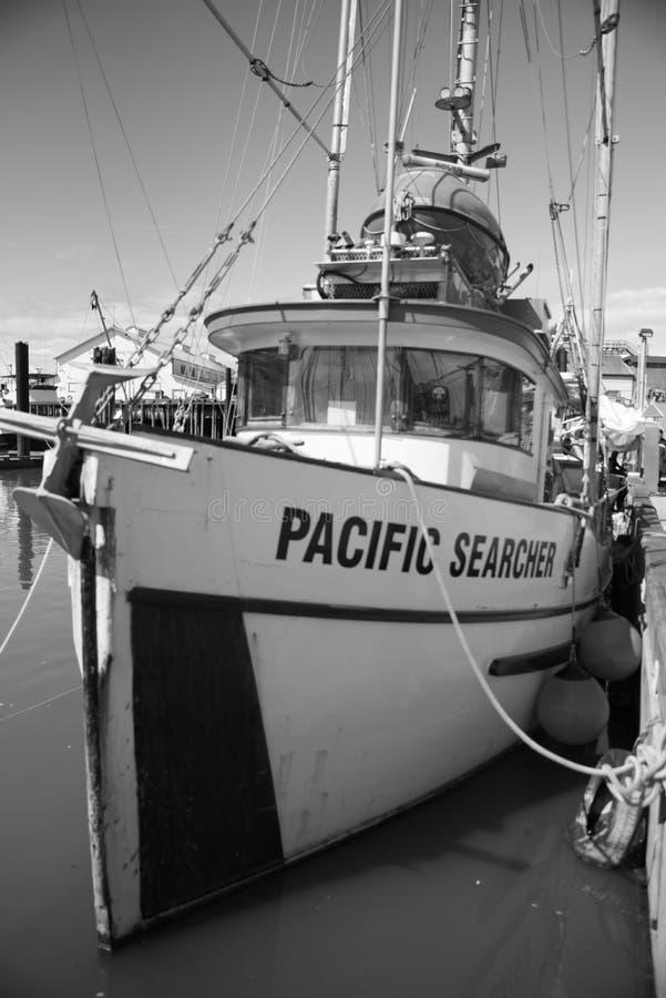 Schiffsparken im Hafen lizenzfreie stockbilder