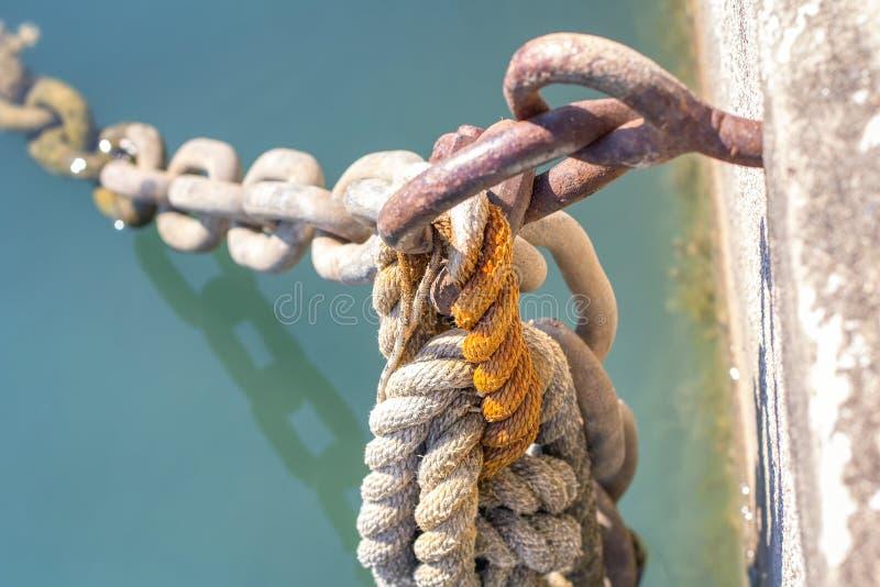 Schiffsseilknoten stockbilder