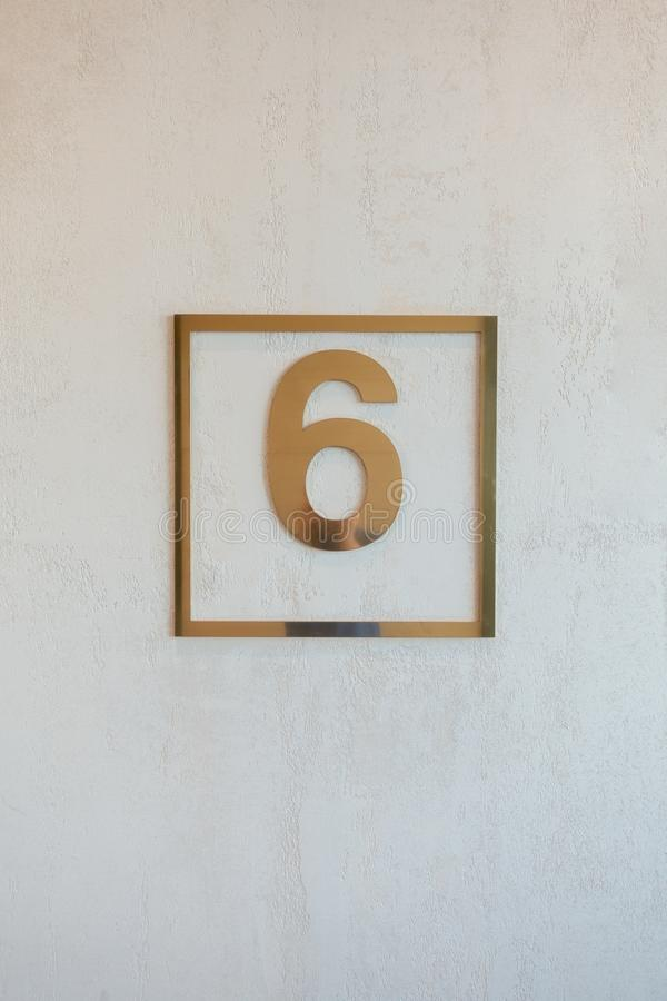schild met gouden zes stock foto's