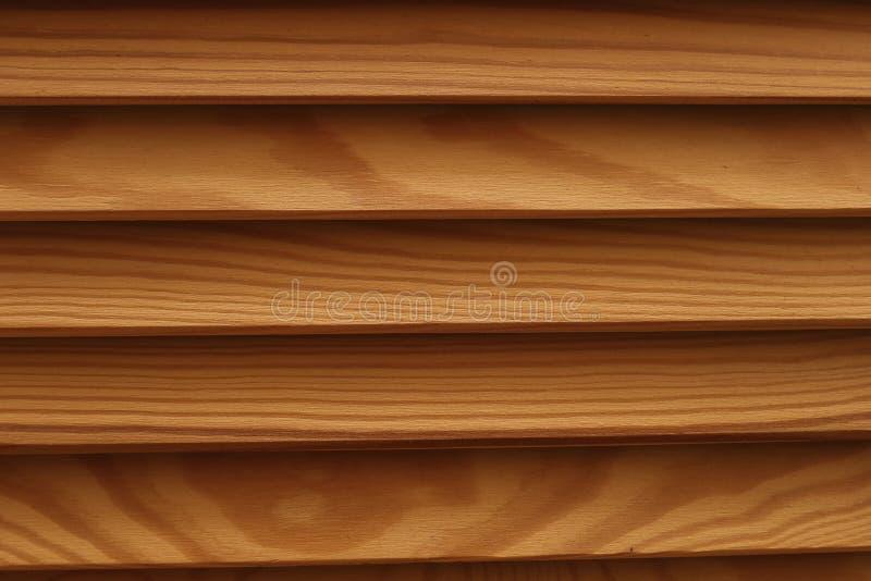 Schild mit vieler parallelen hölzernen Klotzbeschaffenheit Holz-Vorhänge lizenzfreie stockbilder