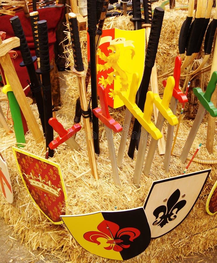 Schilden en zwaarden royalty-vrije stock fotografie