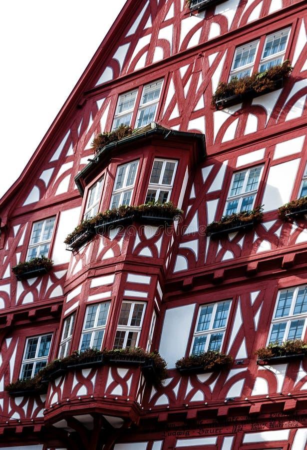 Schilderachtig helft-betimmerd huis met erkers in Miltenberg, Duitsland royalty-vrije stock foto