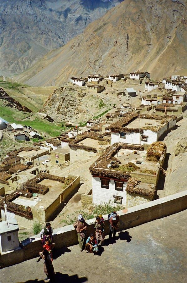 Schilderachtig himalayan dorp in Spiti-vallei, Himachal Pradesh, stock foto's