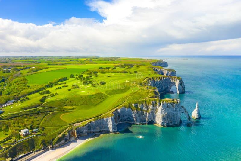 Schilderachtig panoramisch landschap op de klippen van Etretat Natuurlijke verbazende klippen Etretat, Normandië, Frankrijk, La h stock afbeelding