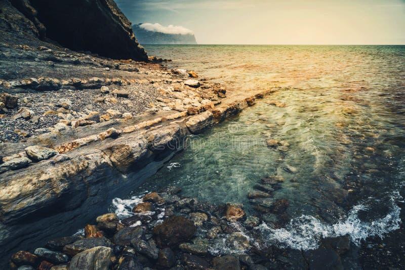 Schilderachtig zeegezicht, stille golven royalty-vrije stock foto