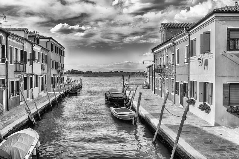 Schilderachtige architectuur langs het kanaal, Eiland Burano, Veni royalty-vrije stock foto's