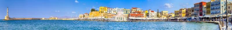 Schilderachtige Cityscape van de de Promenadegang van Chania Centrale en Oude Stad met Oude Venetiaanse Haven in Kreta, Griekenla royalty-vrije stock fotografie