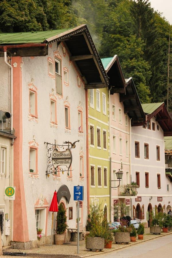 Schilderachtige gebouwen in de oude stad Berchtesgaden duitsland stock fotografie