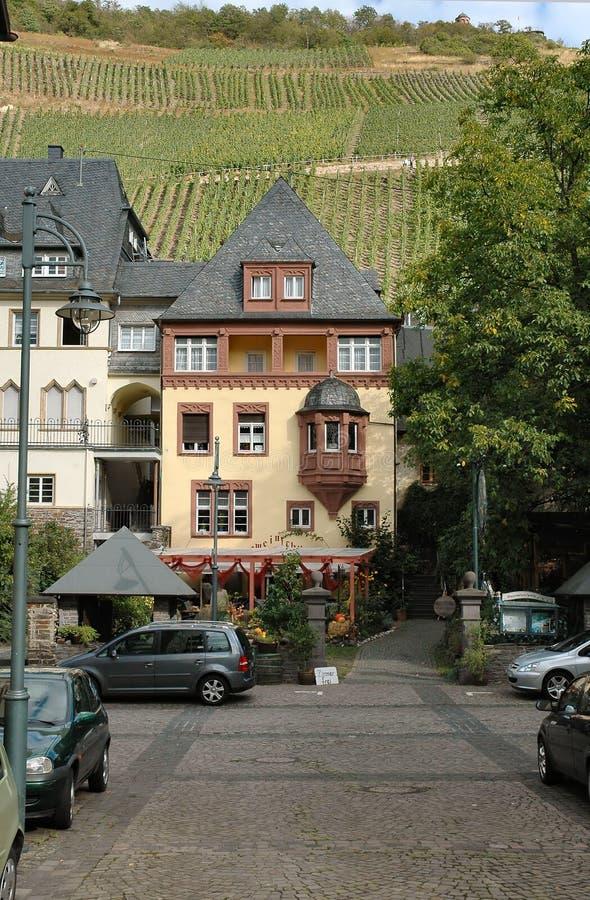 Download Schilderachtige Gebouwen In De Wijngebied Van Moezel Van Duitsland Stock Foto - Afbeelding bestaande uit gebied, storybook: 281298