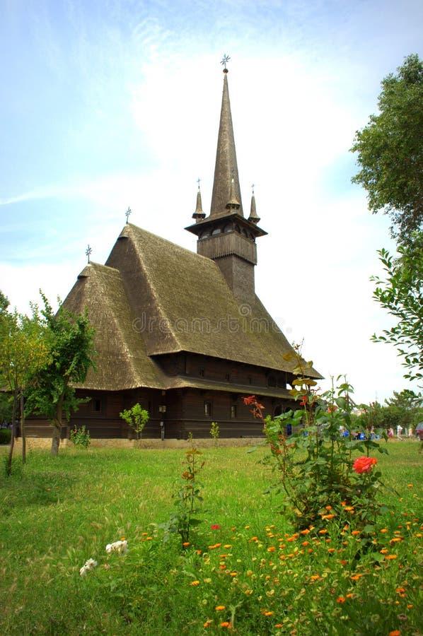 Schilderachtige houten kerk, Roemenië royalty-vrije stock afbeelding