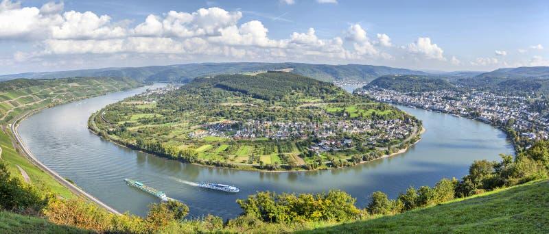 Schilderachtige kromming van de rivier Rijn dichtbij Filsen royalty-vrije stock fotografie