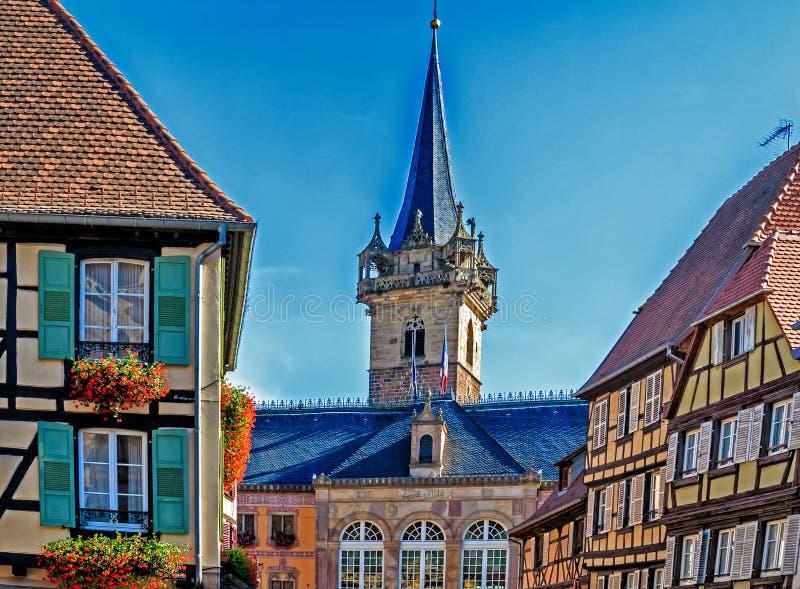 Schilderachtige Markt in Obernai, de Elzas, Frankrijk stock foto's