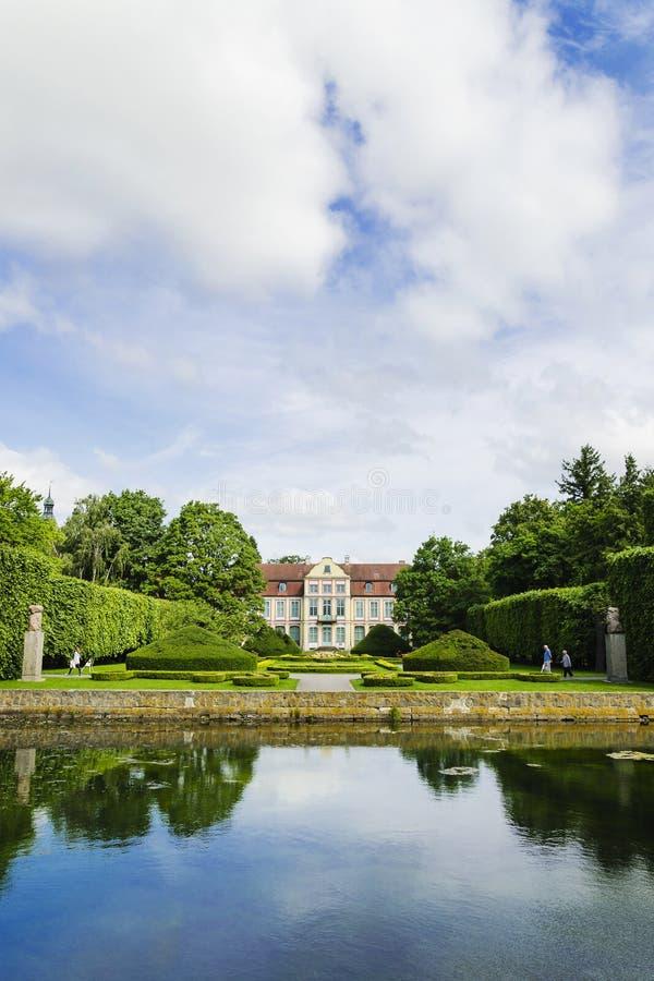 Schilderachtige mening over abbotspaleis in Oliwa-park in Gdansk, Polen royalty-vrije stock foto