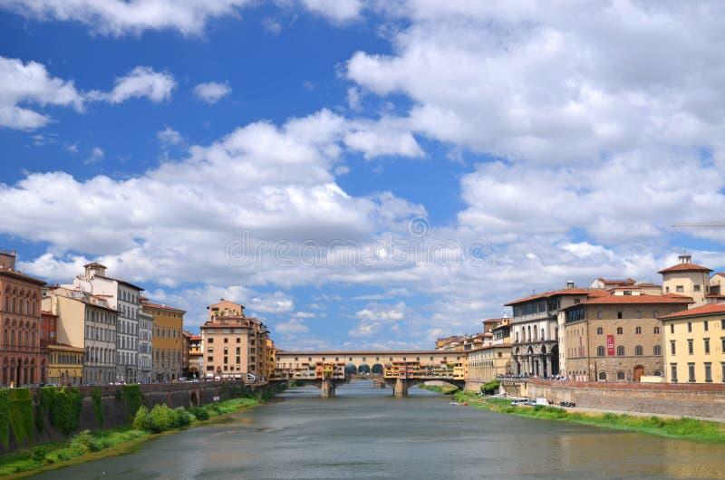 Schilderachtige mening over kleurrijke Ponte Vecchio over Arno River in Florence, Italië royalty-vrije stock foto's