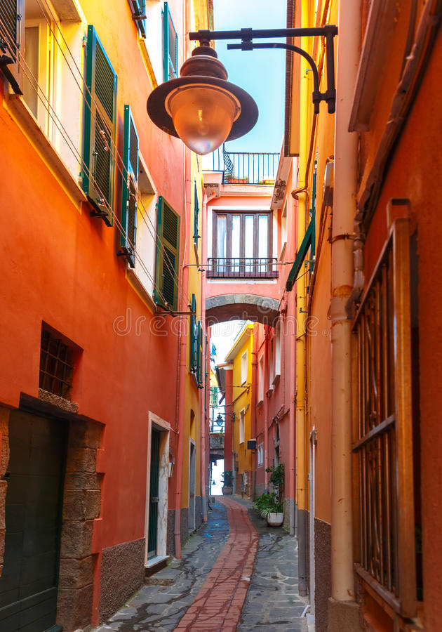 Schilderachtige mening van Manarola, Ligurië, Italië stock foto's