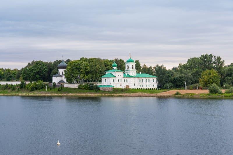 Schilderachtige mening van Mirozhky-Klooster in Pskov, Rusland royalty-vrije stock fotografie