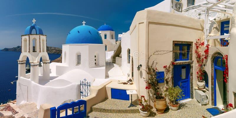 Schilderachtige mening van Oia, Santorini, Griekenland royalty-vrije stock afbeeldingen