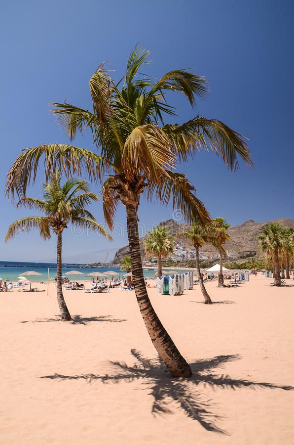 Schilderachtige schitterende mening over Teresitas-strand op het eiland van Tenerife stock foto's
