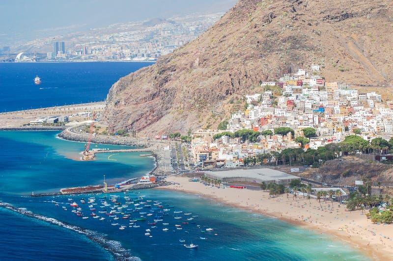 Schilderachtige schitterende mening over Teresitas-strand op het eiland van Tenerife stock afbeeldingen